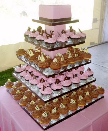 The most popular of the alternatives is a small wedding cake that is