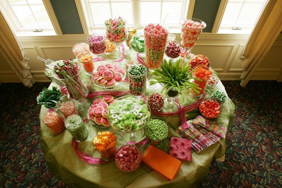 The Famous candy buffet will always be the best way to give your guests a
