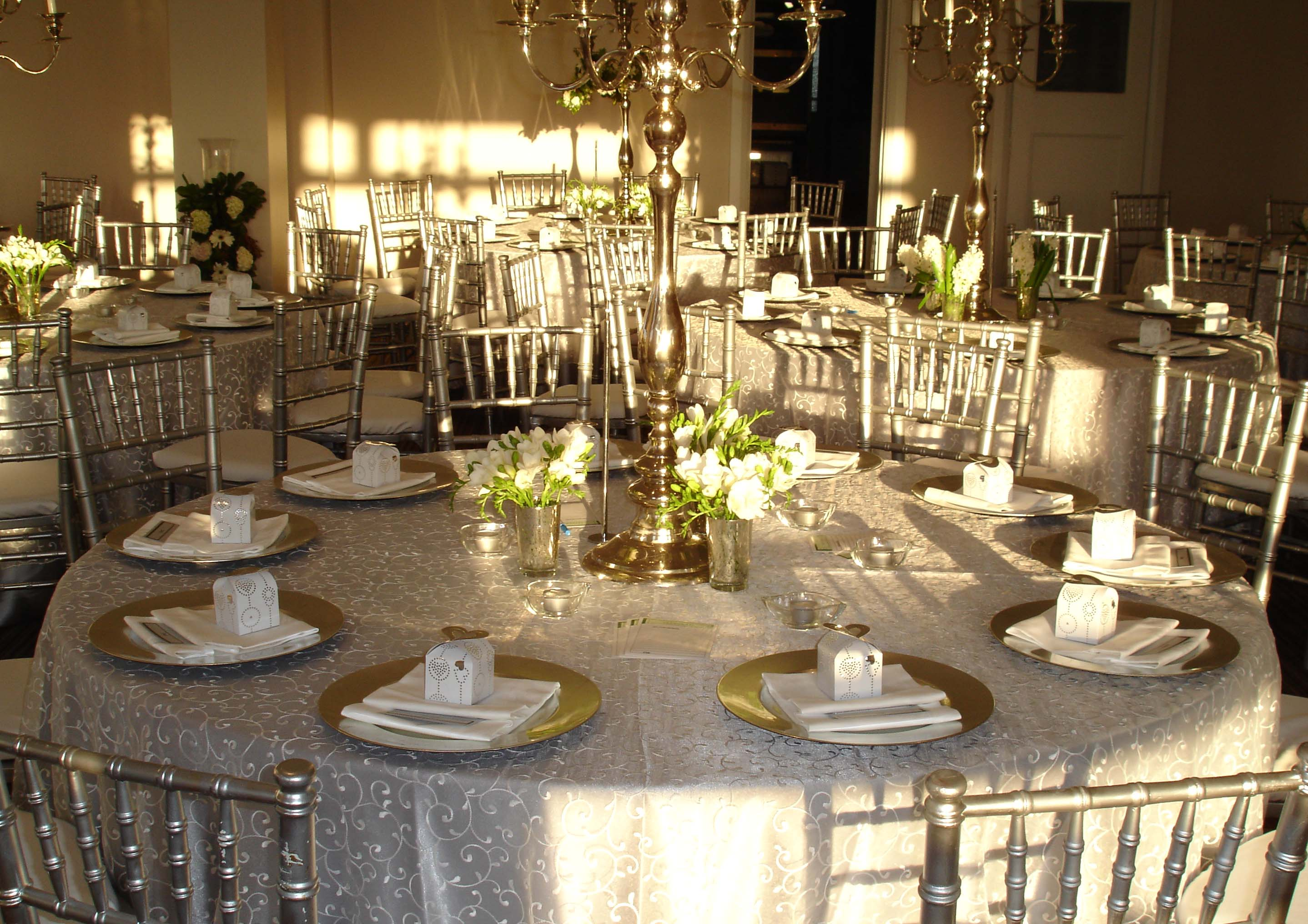 Table settings for weddings romantic decoration for Small table setting ideas