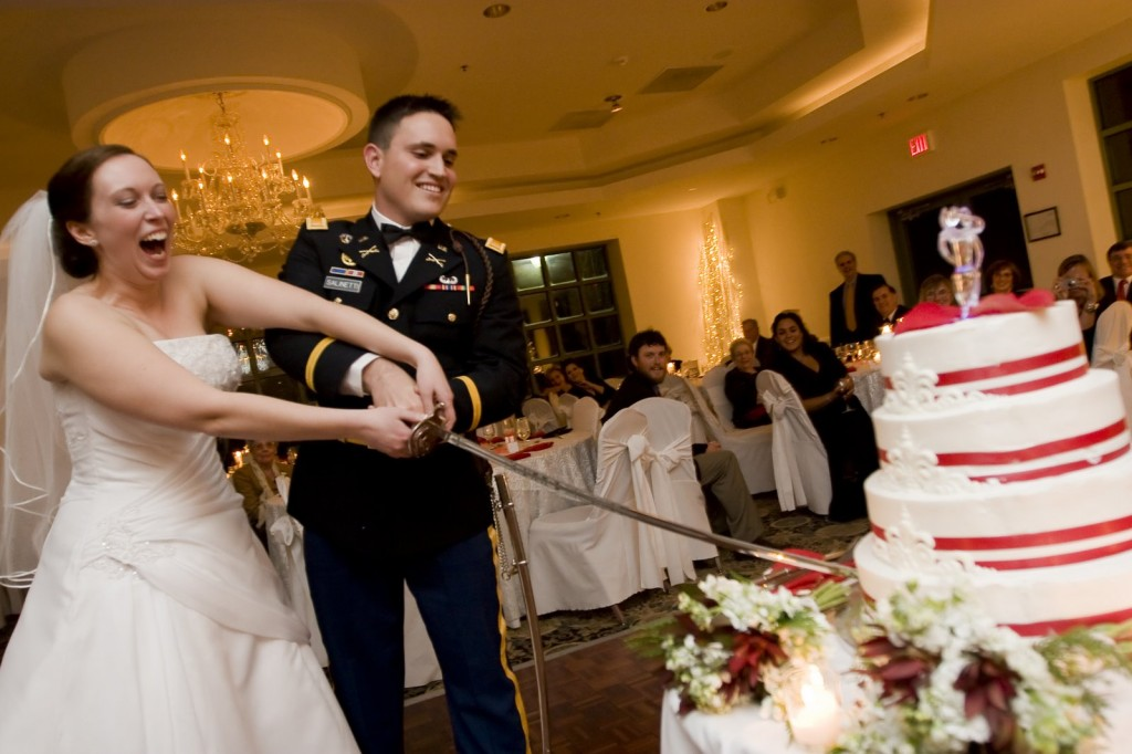 Who Cuts The Wedding Cake At Reception